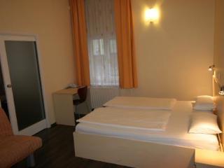 Viajes Ibiza - Hotel Emonec