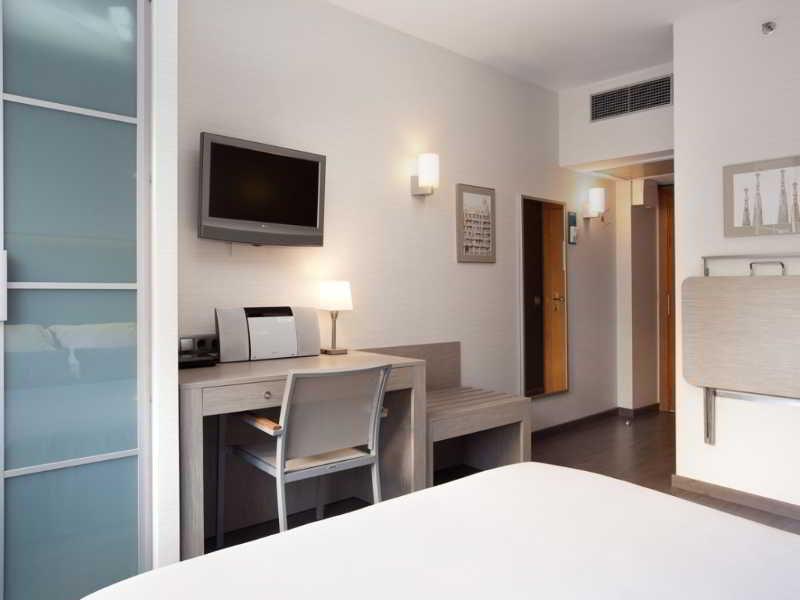 Hotel aparthotel silver barcellona da 114 volagratis for Aparthotel barcellona
