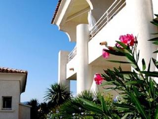 http://www.hotelbeds.com/giata/21/213357/213357a_hb_a_001.jpg