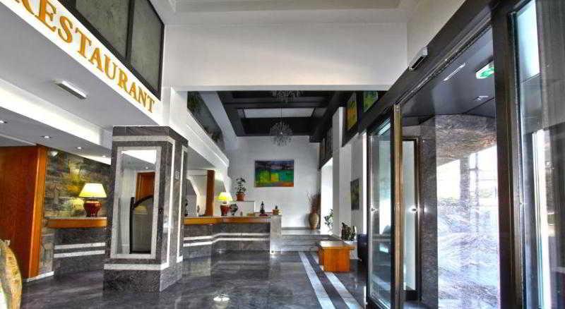 Lirak Hotel