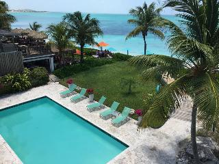Hotel Coral Gardens On Grace Bay