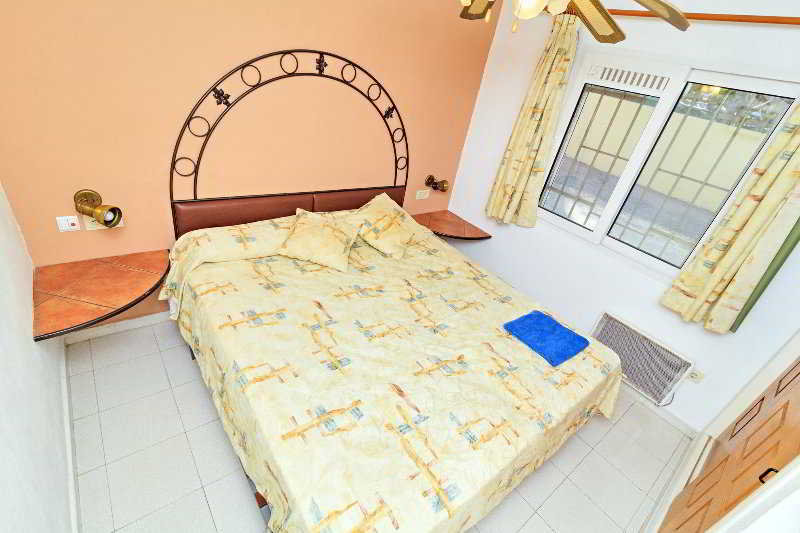 Apartamentos La Racona