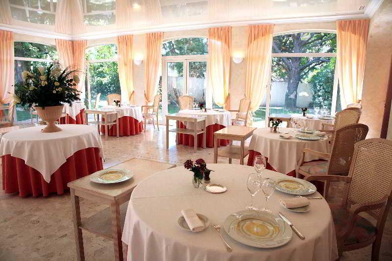 Relais du silence le mas du soleil for Etap hotel salon de provence