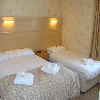 Bonnington Beach Hotel