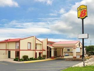 Super 8 by Wyndham Kerrville TX