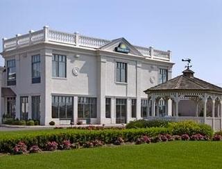 Days Inn by Wyndham Windsor Locks Bradley Airp