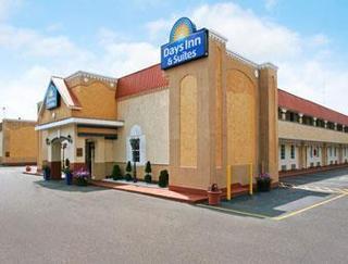 Days Inn & Suites by Wyndham Terre Haute