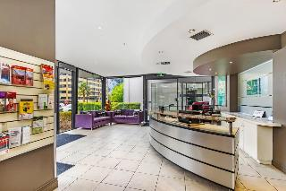Quality Suites Beaumont Kew Hotel