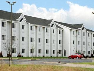 獨立城麥克羅特套房酒店