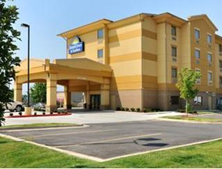 Days Inn & Suites by Wyndham Russellville