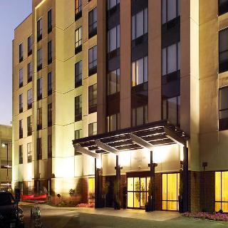 聖路易斯布倫特伍德春丘套房酒店