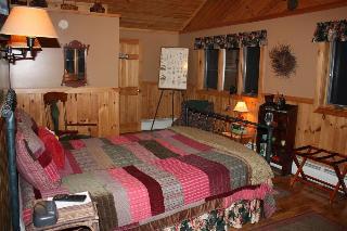 Kiwassa Lake Bed & Breakfast and Cabins