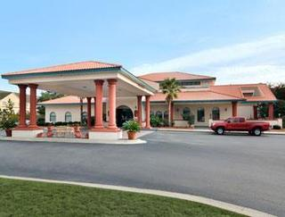 Days Inn And Suites by Wyndham Savannah Gateway
