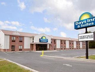 Days Inn & Suites by Wyndham Cambridge
