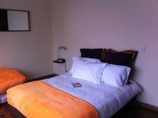 Hotel 6 Suites Hotel
