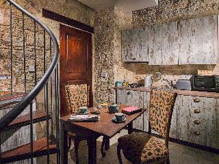 Viajes Ibiza - Oinoessa Traditional Boutique Houses
