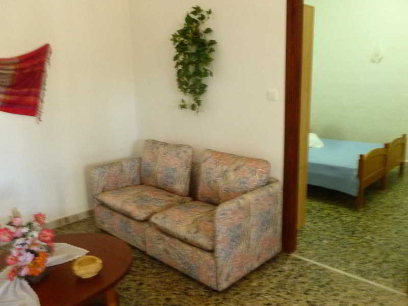 Akrogiali Rooms & Studios