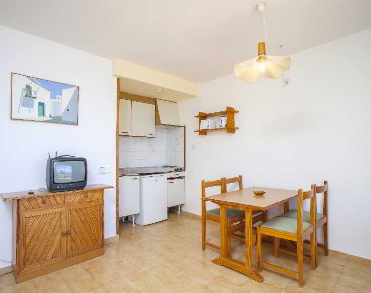 Apartamentos Mar y Playa 2 - hoteles en Ibiza/ Playa d'en Bossa