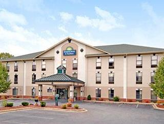 Days Inn & Suites by Wyndham Morganton