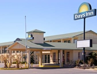 Days Inn by Wyndham Snyder