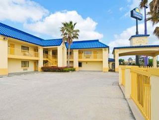 Days Inn & Suites by Wyndham Winnie
