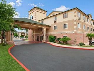 Days Inn Suites by Wyndham San Antonio N/Stone Oak