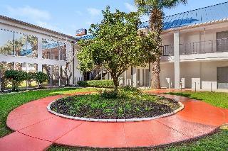 Howard Johnson  & Suites by Wyndham San Antonio