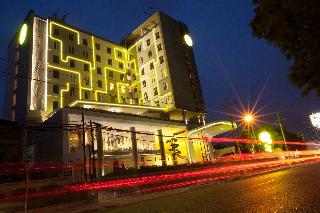 Yello Hotel Jemursari