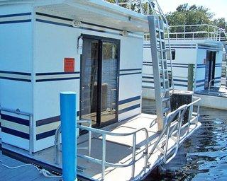 Grand Lakefront Resort Club USA / Holly Bluff Mari