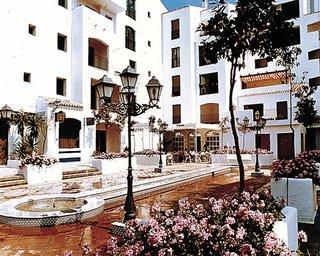 Apartamentos jard nes del puerto marbella for Jardines del puerto puerto banus