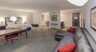 Hampton Inn & Suites Emerson @ Lakepoint