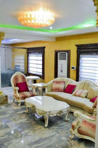 Caledonian Suites