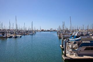 Holiday Inn Express and Suites Ventura Harbor