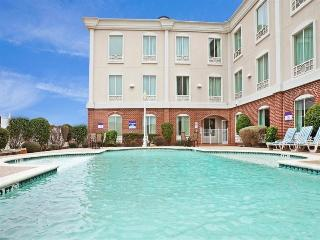 Holiday Inn Express and Suites Waxahachie