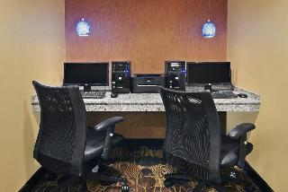 Holiday Inn Express and Suites Colby