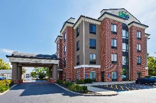 Holiday Inn Express and Suites Cleveland Richfield