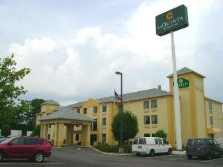 Holiday Inn Express and Suites Dayton North Tipp C