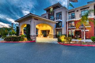 Holiday Inn Express and Suites Lake Elsinore