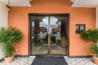 Berlor Airport Inn