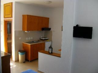 Pella House Studios & Apartments