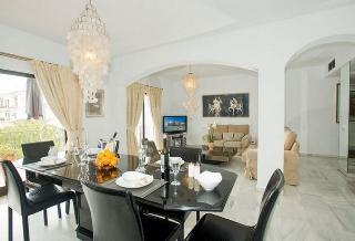 Apartment in Marbella, Malaga 102955