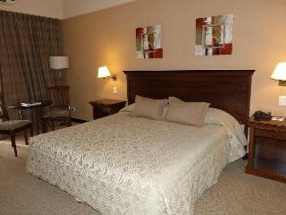 Howard Johnson Resort Pilar