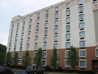 Garden Plaza Saddle Brook Hotel