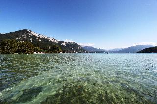Le Pré Du Lac
