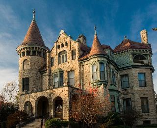 Castle La Crosse Bed And Breakfast
