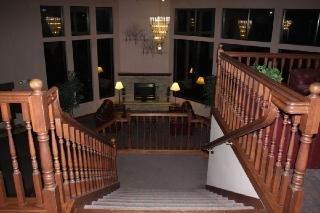 Saratoga Inn & Suites