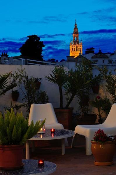 Un Patio En Santa Cruz - Sevilla
