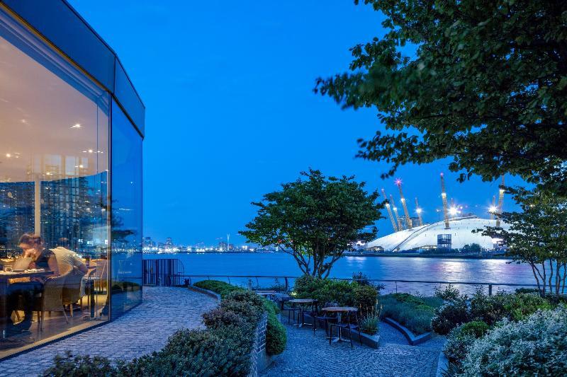 Radisson Blu Edwardian New Providence Wharf London