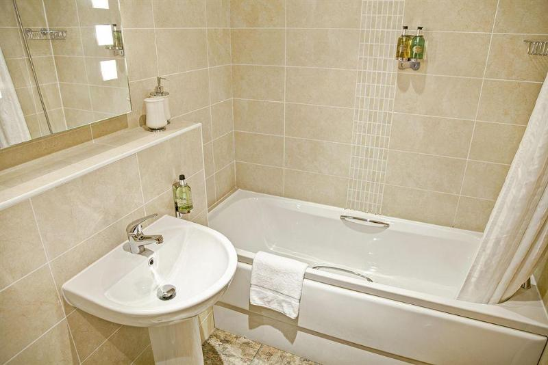 Hotel Fountain Court Apartments - Grove Executive 4 ...