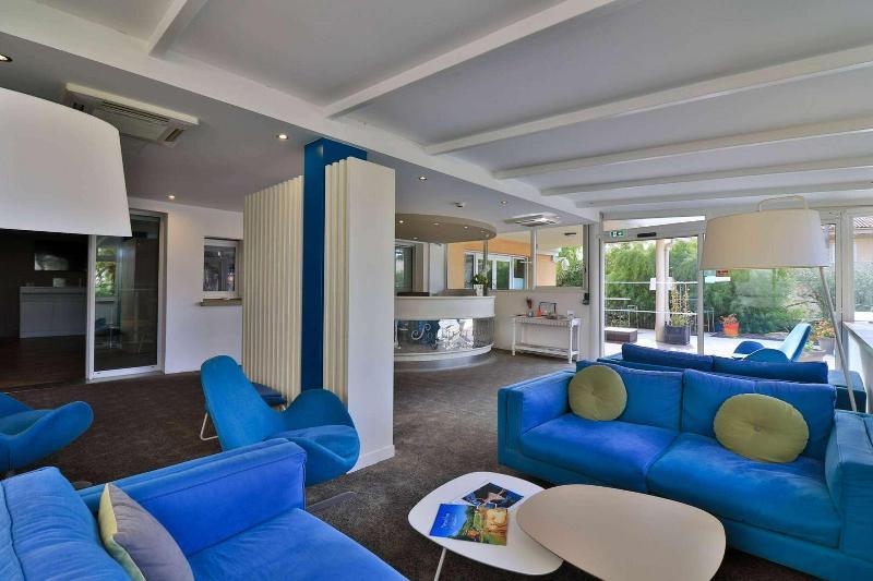 Promociones en hoteles en sanary sur mer for Best western soleil et jardin sanary